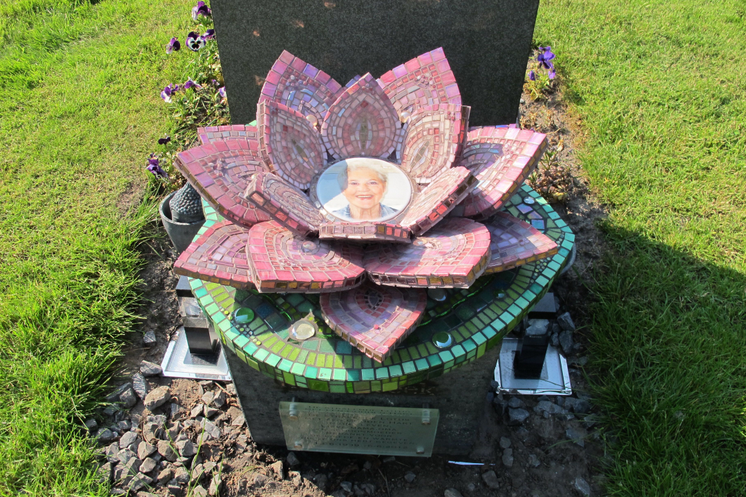 gedenkteken gonda lotus