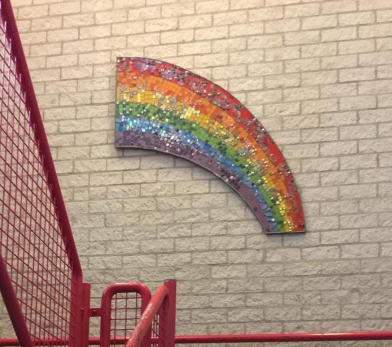 jules-verne-tijdelijke-muur-regenboog